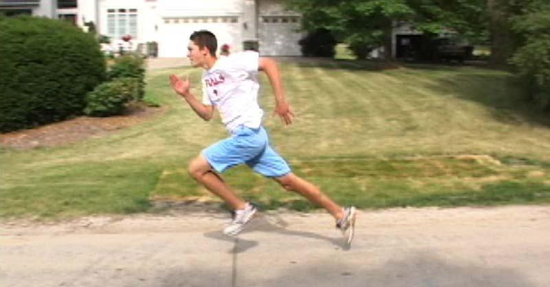 runner-has-long-leg-in-back